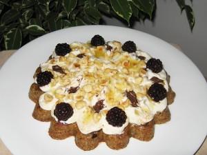 Сурова торта с маскарпоне, къпини и какаов крем