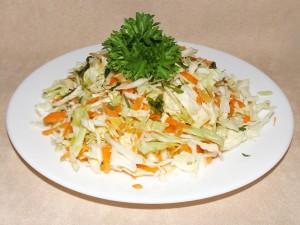 Салата от прясно зеле и моркови