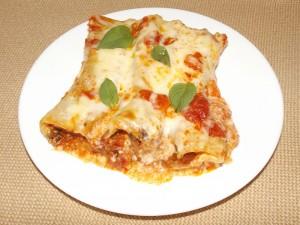 Канелони с бешамел и доматен сос