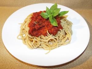 Пълнозърнести спагети с доматен сос