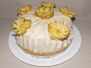 tropical-cake-with-pineapple-flowers-03