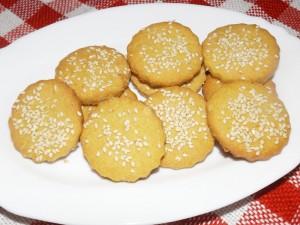 Солени бисквитки със сусам